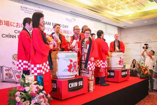 Bất ngờ với chàng ca sĩ Vietnam Kun trong sự kiện ra mắt CHIN-SU: Hát nhạc Việt bằng tiếng Nhật cực cool - Ảnh 8.