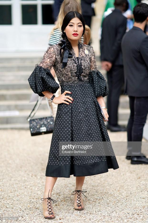 """Gái út của vị vua Thái mới lập """"vợ lẽ"""": Phong cách thời trang bỏ xa các nữ nhân Hoàng tộc khác về độ chất chơi và táo bạo - Ảnh 8."""