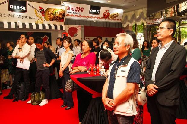 Bất ngờ với chàng ca sĩ Vietnam Kun trong sự kiện ra mắt CHIN-SU: Hát nhạc Việt bằng tiếng Nhật cực cool - Ảnh 9.