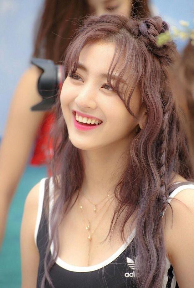 Bạn gái quyền lực của idol rung chuyển Kbiz Kang Daniel: Mỹ nhân TWICE bị chê béo, lột xác nóng bỏng, tính cách hiếm có - Ảnh 1.