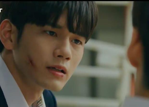 """Thấy cảnh bạn thân chết tức tưởi ở Khoảnh Khắc Tuổi 18, Ong Seong Wu diễn xuất như """"lên đồng"""" - Ảnh 7."""