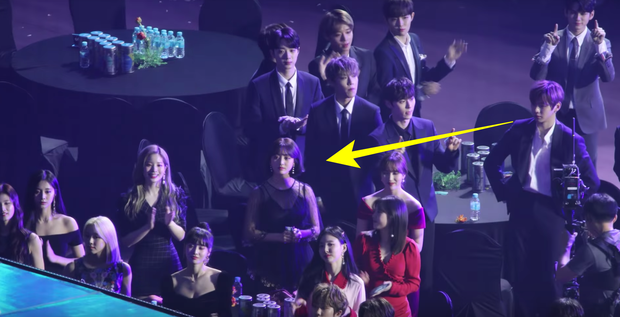 Soi lại loạt khoảnh khắc liếc mắt đưa tình này của Kang Daniel và Jihyo mới thấy: Lễ trao giải đúng là nơi chắp cánh tình yêu! - Ảnh 5.