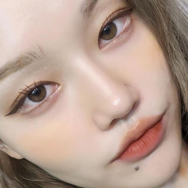 Châu Bùi vừa tìm ra cách kẻ eyeliner hoàn hảo và đây cũng là chiêu kẻ mắt sinh ra dành cho con gái Việt - Ảnh 1.
