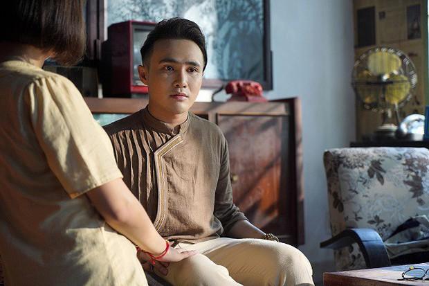 Huỳnh Lập gây ớn lạnh với bài vè tuổi thơ Cô dâu chú rể làm bể bình bông trong teaser gọi vong Pháp Sư Mù - Ảnh 11.