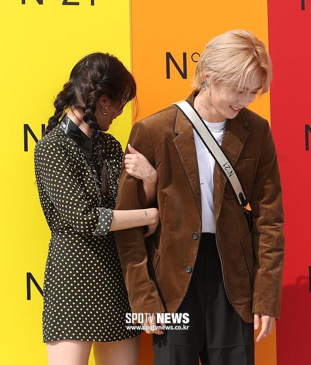 Giữa loạt scandal hẹn hò, cặp con ghẻ Hyuna và EDawn bỗng nhận cơn mưa lời khen vì tình như phim tại sự kiện - Ảnh 12.