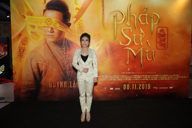 Huỳnh Lập gây ớn lạnh với bài vè tuổi thơ Cô dâu chú rể làm bể bình bông trong teaser gọi vong Pháp Sư Mù - Ảnh 12.