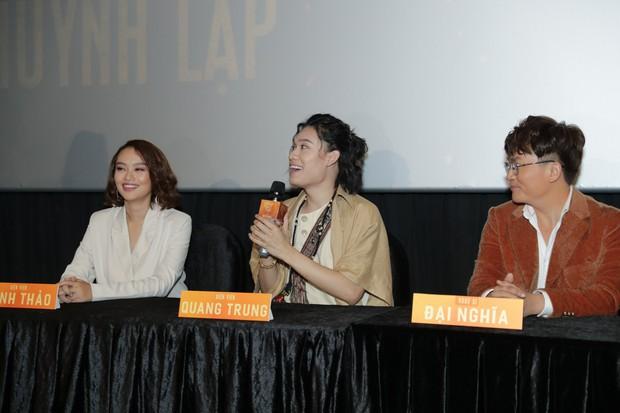 Huỳnh Lập gây ớn lạnh với bài vè tuổi thơ Cô dâu chú rể làm bể bình bông trong teaser gọi vong Pháp Sư Mù - Ảnh 9.