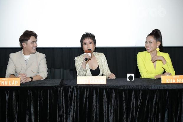 Huỳnh Lập gây ớn lạnh với bài vè tuổi thơ Cô dâu chú rể làm bể bình bông trong teaser gọi vong Pháp Sư Mù - Ảnh 10.
