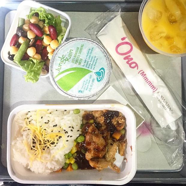 Muốn biết hạng thương gia sang chảnh hơn ghế thường ra sao, cứ nhìn bữa ăn của 19 hãng bay nổi tiếng này sẽ rõ! - Ảnh 12.