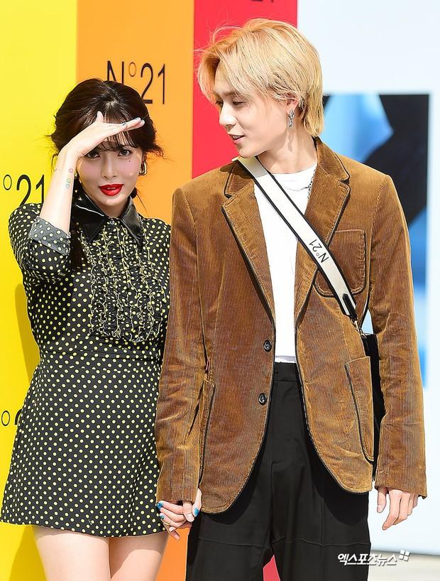 Giữa loạt scandal hẹn hò, cặp con ghẻ Hyuna và EDawn bỗng nhận cơn mưa lời khen vì tình như phim tại sự kiện - Ảnh 11.