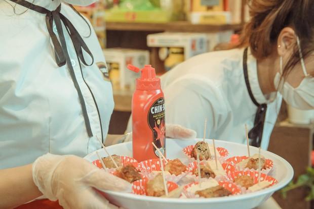 Mới ngày đầu ra mắt, tương ớt CHIN-SU đã khiến nhiều thực khách Nhật Bản xếp hàng để thưởng thức - Ảnh 6.