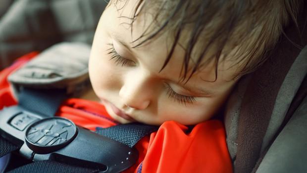 Ở nước ngoài bỏ quên trẻ em trong xe ô tô là một tội ác, có thể bị xử lý hình sự - Ảnh 3.