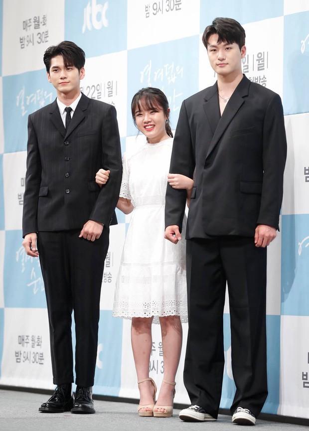 Được yêu thích ở A-Teen, Shin Seung Ho đã hóa lớp trưởng chuyên hãm hại Ong Seung Woo ở Khoảnh Khắc Tuổi 18 - Ảnh 1.