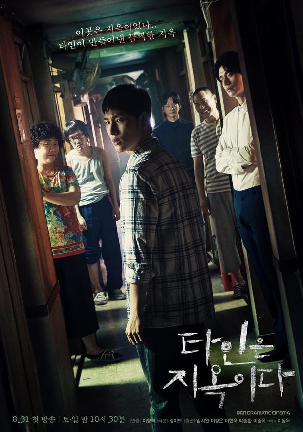 Strangers From Hell chào hàng đầy ám ảnh: Xem xong khỏi ăn thịt bò, fan cầu Lee Dong Wook tái lăn luôn nam chính - Ảnh 1.