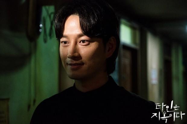 Strangers From Hell chào hàng đầy ám ảnh: Xem xong khỏi ăn thịt bò, fan cầu Lee Dong Wook tái lăn luôn nam chính - Ảnh 5.