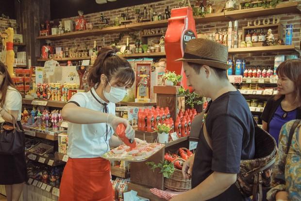 Mới ngày đầu ra mắt, tương ớt CHIN-SU đã khiến nhiều thực khách Nhật Bản xếp hàng để thưởng thức - Ảnh 4.