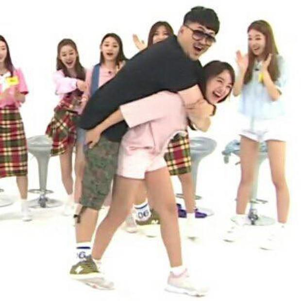 Ryujin (ITZY) run lẩy bẩy khi phải cõng nam MC có cân nặng gấp đôi mình - Ảnh 5.