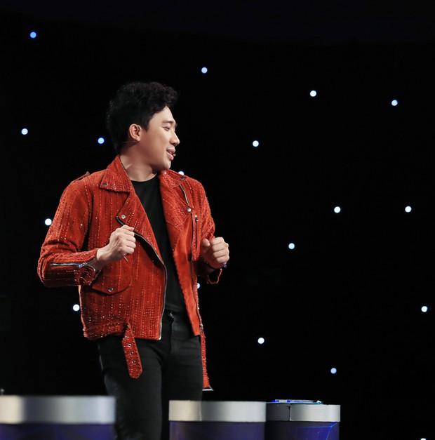 Ca sĩ thần tượng: Trấn Thành bị giám đốc âm nhạc quăng dép lên sân khấu - Ảnh 3.