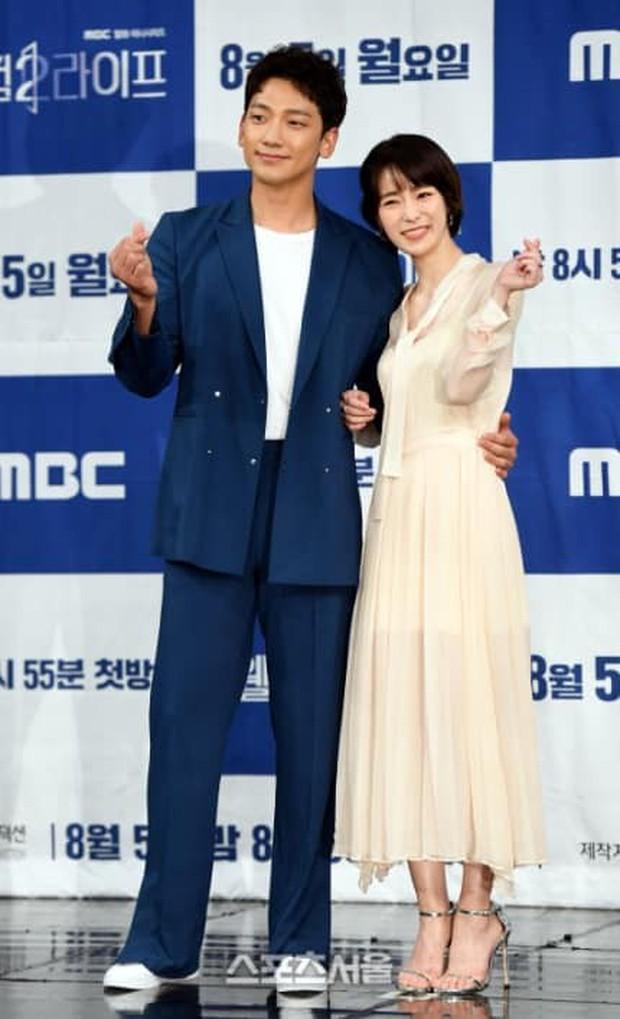 """Sợ Kim Tae Hee ghen, ông chồng quốc dân Bi Rain vội """"tự thú"""" về mối quan hệ với nữ chính trong Welcome 2 Life - Ảnh 2."""