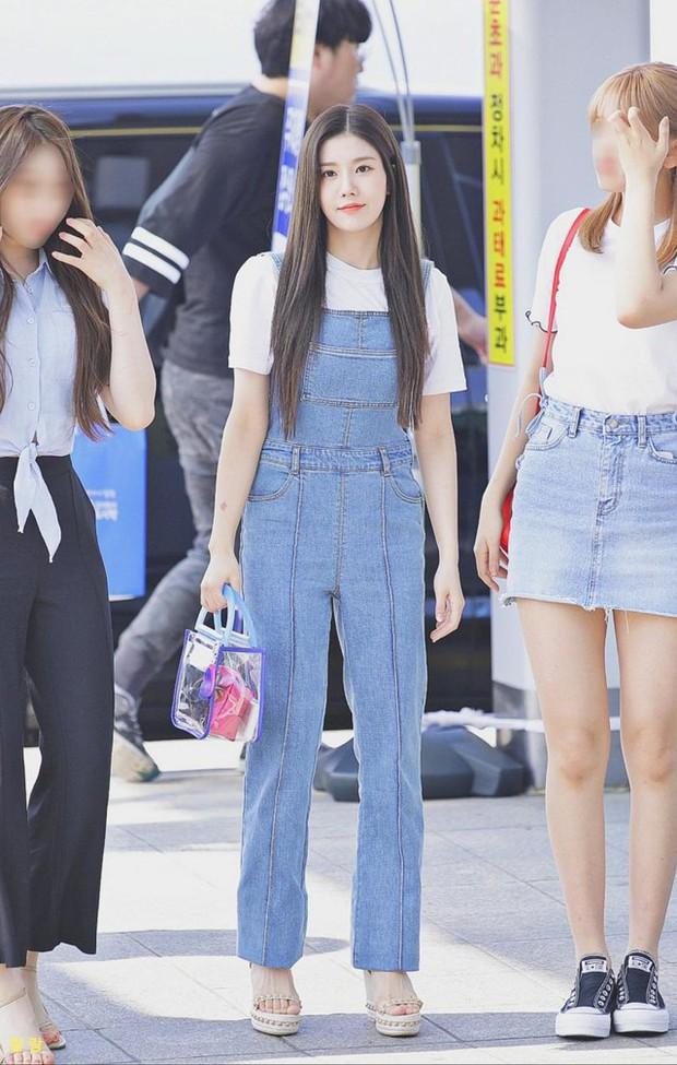 Đẳng cấp thánh hack tuổi Kbiz: Cùng mặc quần yếm mà Taeyeon trẻ trung lấn át đàn em kém tận 6 tuổi - Ảnh 5.