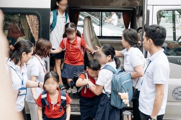 Người thân của bé lớp 1 tử vong vì bị bỏ quên trên ô tô: Lúc đi cháu mặc áo màu đỏ nhưng khi được bế xuống xe lại mặc áo trắng - Ảnh 3.
