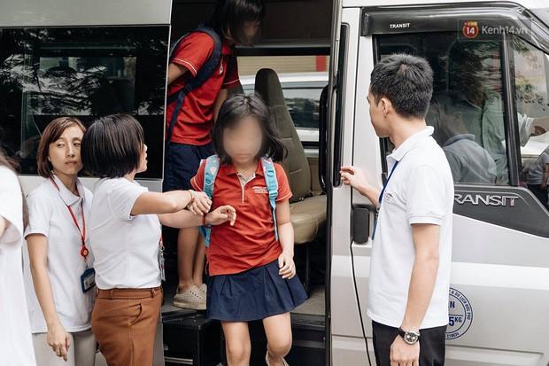 5 câu hỏi lớn cần làm rõ trong vụ bé 6 tuổi tử vong do bị bỏ quên trên ô tô đưa đón của trường Gateway - Ảnh 4.