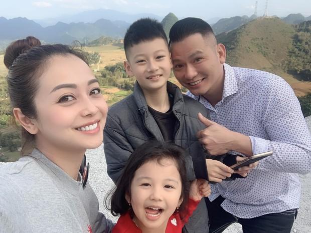 Điểm mặt 5 bố dượng nổi tiếng showbiz Việt: Người cưng chiều con riêng nhất mực, người bị lên án sau hành vi ngược đãi - Ảnh 9.