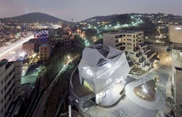 Kang Daniel và Jihyo (TWICE) hẹn hò ở khu căn hộ chỉ mở bán cho top 1% siêu giàu ở Hàn Quốc, vỉa hè không lát gạch mà lát bằng… siêu xe - Ảnh 5.