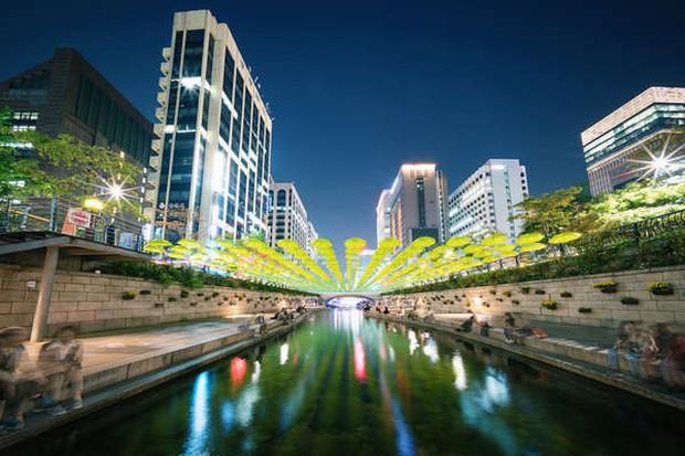 Kang Daniel và Jihyo (TWICE) hẹn hò ở khu căn hộ chỉ mở bán cho top 1% siêu giàu ở Hàn Quốc, vỉa hè không lát gạch mà lát bằng… siêu xe - Ảnh 3.