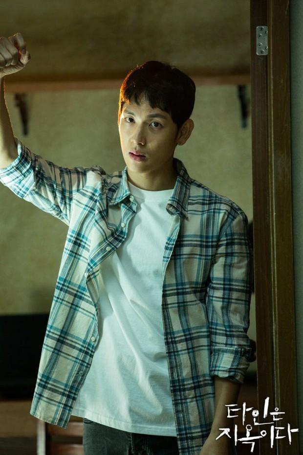 Strangers From Hell chào hàng đầy ám ảnh: Xem xong khỏi ăn thịt bò, fan cầu Lee Dong Wook tái lăn luôn nam chính - Ảnh 32.