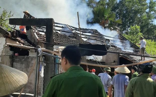 Nghệ An: Suốt 4 năm, một gia đình không dám ngủ vì nhà liên tục cháy sau tờ giấy nguệch ngoạc dán trước cửa - Ảnh 1.