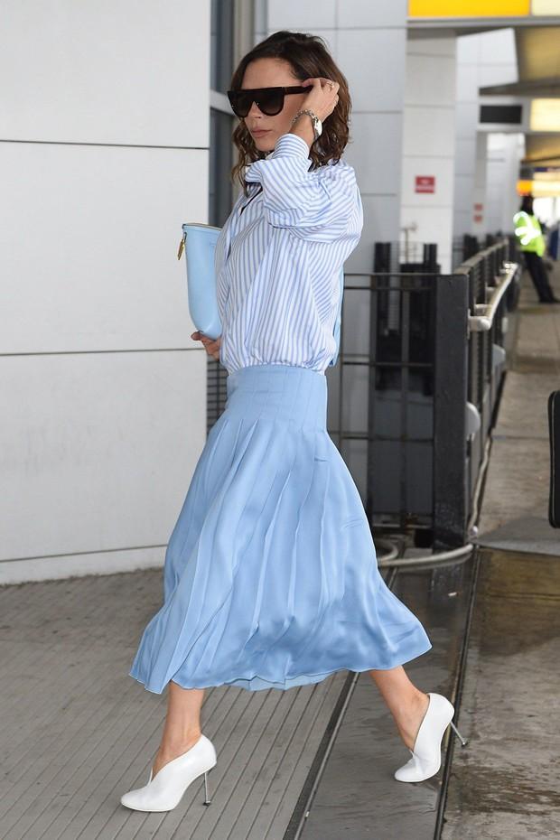 Victoria Beckham có 1 combo diện đồ trường tồn với thời gian mà nàng công sở nên học theo - Ảnh 2.