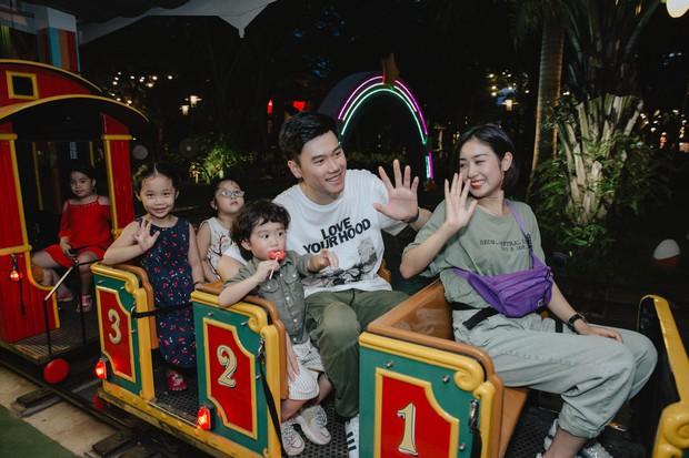 Chia sẻ ảnh đi du lịch Đà Nẵng, gia đình Tùng Sơn - Trang Lou khiến netizen xuýt xoa vì bé Xoài quá dễ cưng - Ảnh 12.