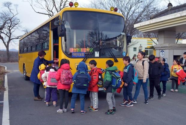 Từng có trẻ chết thương tâm tương tự vụ Gateway, các nước Âu Mỹ, Úc và Hàn Quốc đã ngăn chặn việc học sinh bị bỏ quên trên xe đưa đón như thế nào? - Ảnh 3.