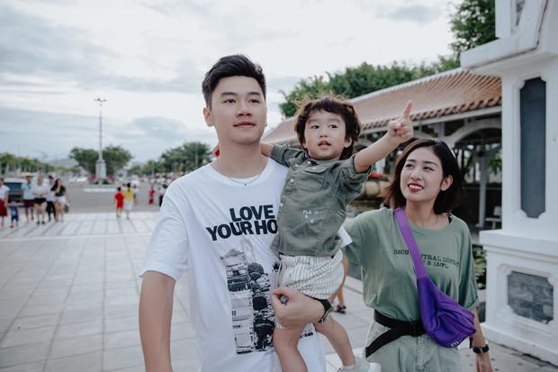 Chia sẻ ảnh đi du lịch Đà Nẵng, gia đình Tùng Sơn - Trang Lou khiến netizen xuýt xoa vì bé Xoài quá dễ cưng - Ảnh 8.