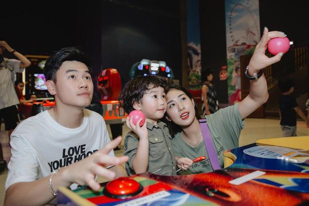 Chia sẻ ảnh đi du lịch Đà Nẵng, gia đình Tùng Sơn - Trang Lou khiến netizen xuýt xoa vì bé Xoài quá dễ cưng - Ảnh 10.