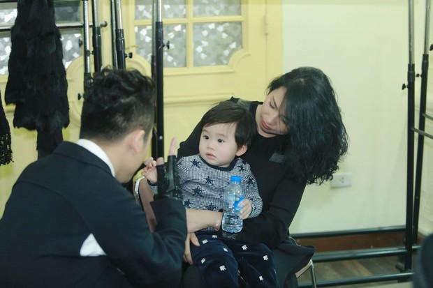 Điểm mặt 5 bố dượng nổi tiếng showbiz Việt: Người cưng chiều con riêng nhất mực, người bị lên án sau hành vi ngược đãi - Ảnh 11.