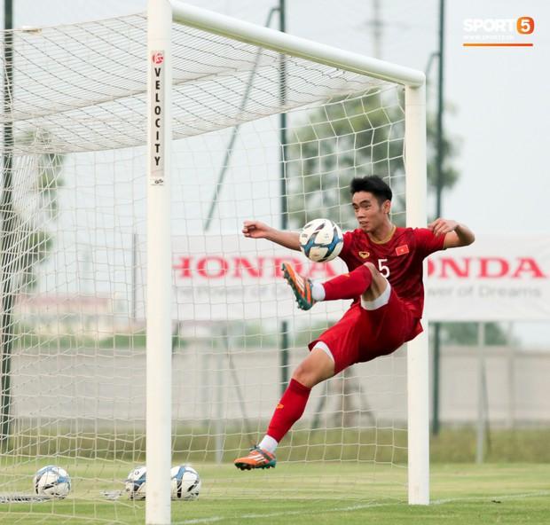 Trung vệ U22 Việt Nam kẹp cổ đàn em ở trận đấu tập, tiền đạo Viettel dính chấn thương đáng tiếc - Ảnh 6.