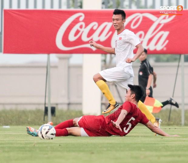 Trung vệ U22 Việt Nam kẹp cổ đàn em ở trận đấu tập, tiền đạo Viettel dính chấn thương đáng tiếc - Ảnh 4.