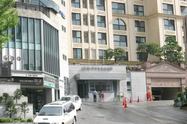 Kang Daniel và Jihyo (TWICE) hẹn hò ở khu căn hộ chỉ mở bán cho top 1% siêu giàu ở Hàn Quốc, vỉa hè không lát gạch mà lát bằng… siêu xe - Ảnh 8.
