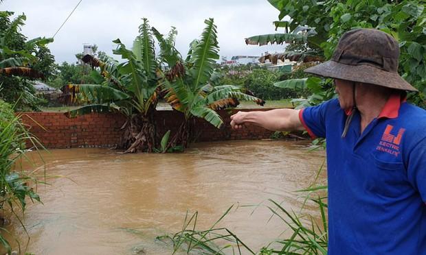 Lâm Đồng: Xót xa một công an viên đi cứu hộ bị nước lũ cuốn trôi - Ảnh 1.