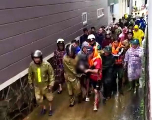 Lâm Đồng: Xót xa một công an viên đi cứu hộ bị nước lũ cuốn trôi - Ảnh 2.