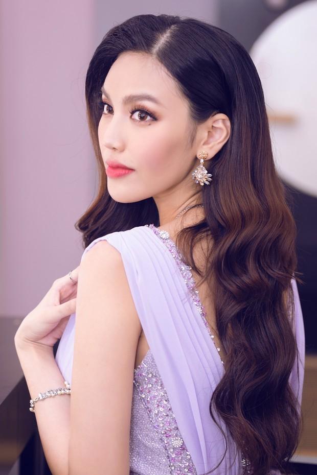 Lan Khuê khoe dáng mỏng những tháng cuối thai kỳ, Kỳ Duyên - Jolie Nguyễn đụng độ tại sự kiện - Ảnh 1.