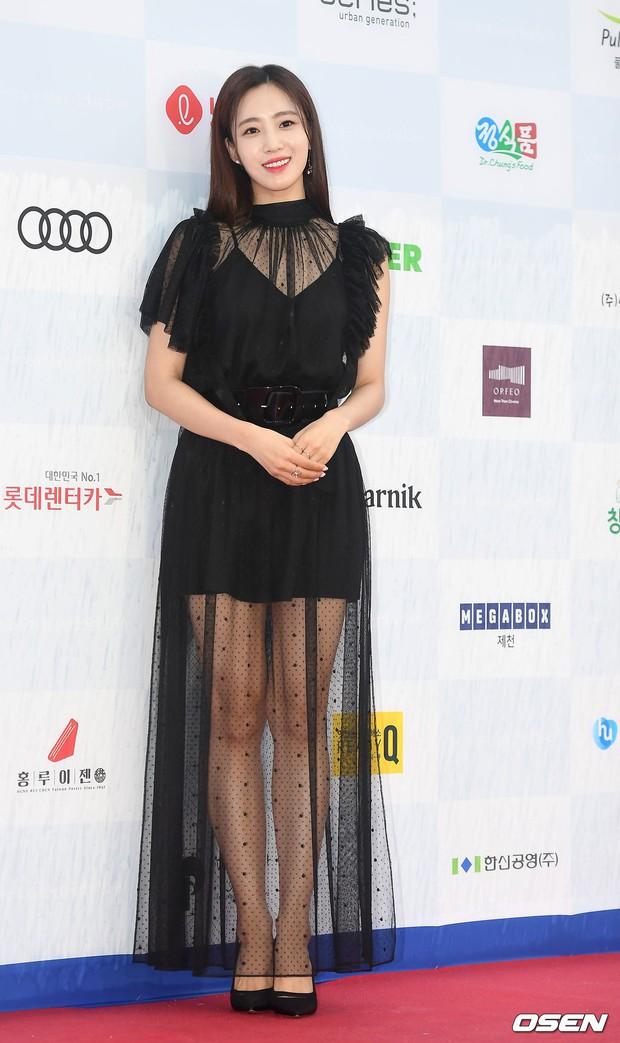 Thảm đỏ quy tụ dàn sao Hàn quyền lực: Yoon Eun Hye trở lại xuất sắc, Krystal đẹp ngút ngàn bất chấp đầm sến sẩm - Ảnh 20.