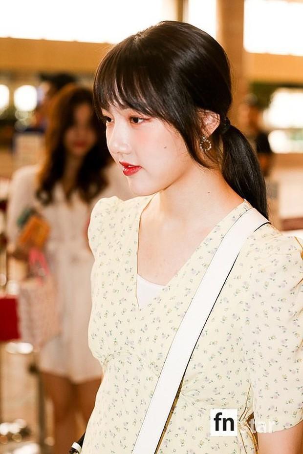 Nữ idol xấu nhất lịch sử Kpop một thời ngày càng xinh, ra sân bay sương sương mà lấn át cả chân dài G-Friend - Ảnh 12.