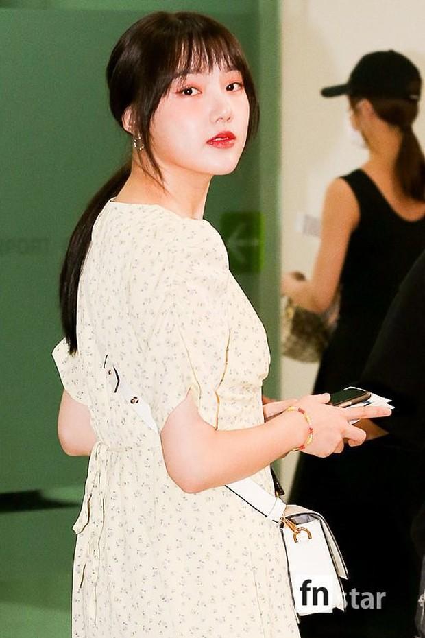 Nữ idol xấu nhất lịch sử Kpop một thời ngày càng xinh, ra sân bay sương sương mà lấn át cả chân dài G-Friend - Ảnh 13.