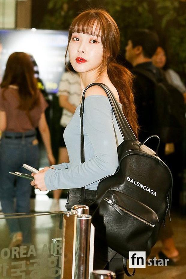 Nữ idol xấu nhất lịch sử Kpop một thời ngày càng xinh, ra sân bay sương sương mà lấn át cả chân dài G-Friend - Ảnh 14.