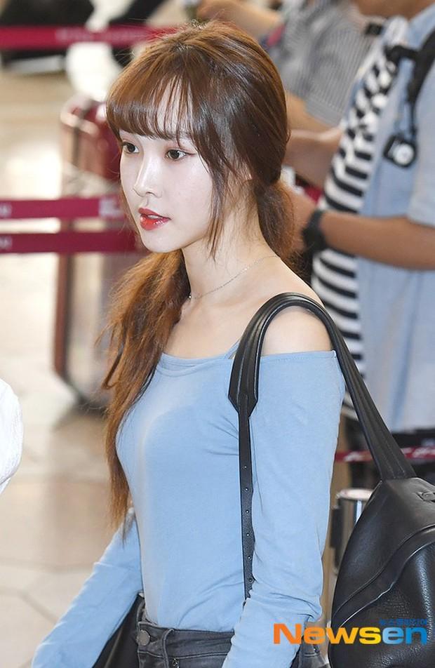 Nữ idol xấu nhất lịch sử Kpop một thời ngày càng xinh, ra sân bay sương sương mà lấn át cả chân dài G-Friend - Ảnh 15.