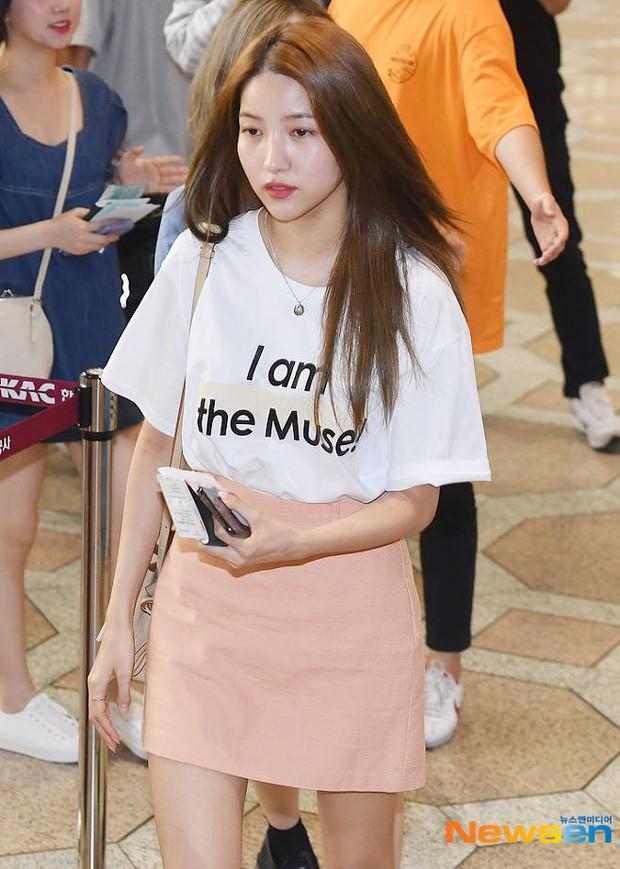 Nữ idol xấu nhất lịch sử Kpop một thời ngày càng xinh, ra sân bay sương sương mà lấn át cả chân dài G-Friend - Ảnh 6.