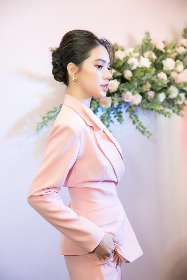 Lan Khuê khoe dáng mỏng những tháng cuối thai kỳ, Kỳ Duyên - Jolie Nguyễn đụng độ tại sự kiện - Ảnh 8.